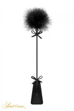 Tapette avec pompon noir - Sweet Caress : Cravache noire très légère avec pompon en duvet à une extrémité, pour s'initier aux jeux de soumission en douceur.