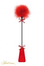 Tapette à pompon rouge - Sweet Caress : Cravache rouge très légère avec pompon en duvet à une extrémité, pour s'initier aux jeux de soumission en douceur.