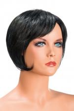Perruque Daisy brune : Perruque brune aux cheveux courts en carré moderne à la nuque dégradée.